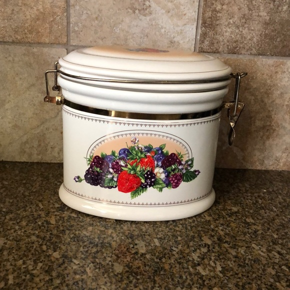 knotts berry farm Other - knotts berry farm fruit berries canister ceramic